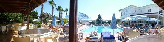 Zeus Hotel: View of the pool