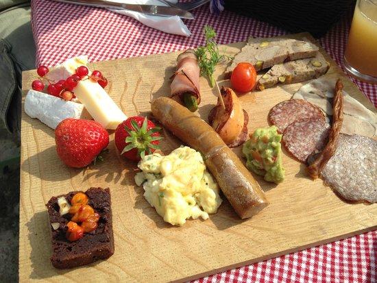 Hallegård: brunch tray in Hallegaard