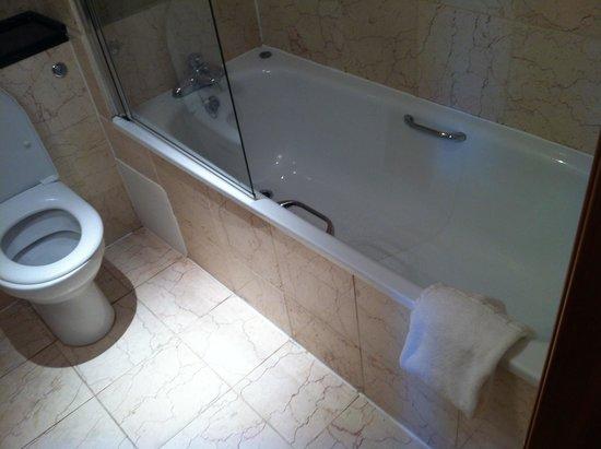 The Grand Hotel Swansea: Standard room (bathroom)