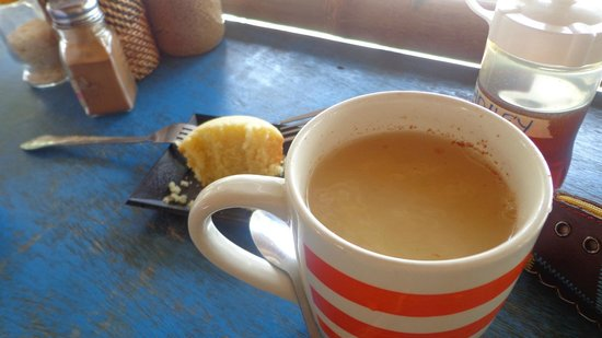 Real Coffee & Tea Cafe: ginger tea with honey paired with calamansi muffin