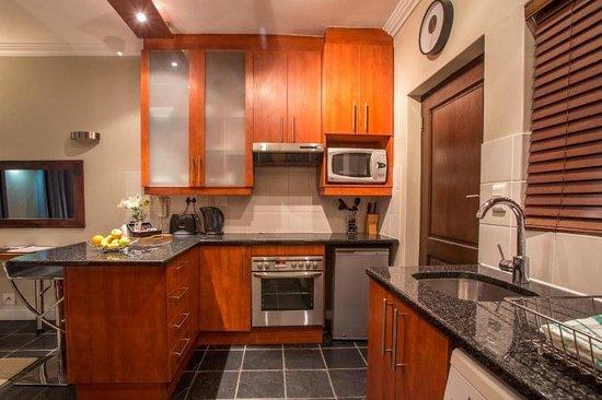 Life & Leisure Lifestyle Accommodation: Bachelor Apartment Kitchen