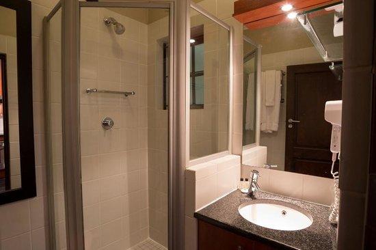 Life & Leisure Lifestyle Accommodation : Bachelor Apartment Bathroom