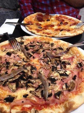 L'Escenari de Pizzes : pizza reina con extra de anchoas