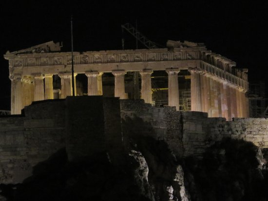 Amalia Hotel: zoomed view of acropolis from roof top