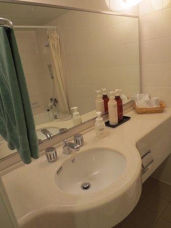 Hotel New Tanaka: 洗面台