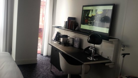 Andaz Amsterdam Prinsengracht : Bureau dans la chambre