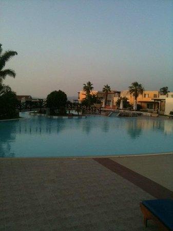 Eden Village Natura Park: La piscina