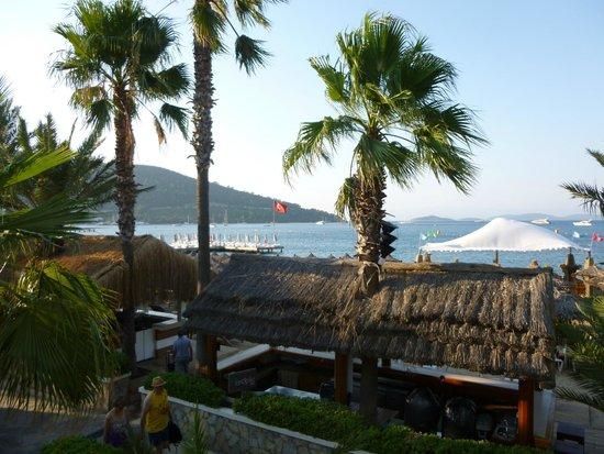 Voyage Torba: Tatil Köyünün deniz yanındaki barları...