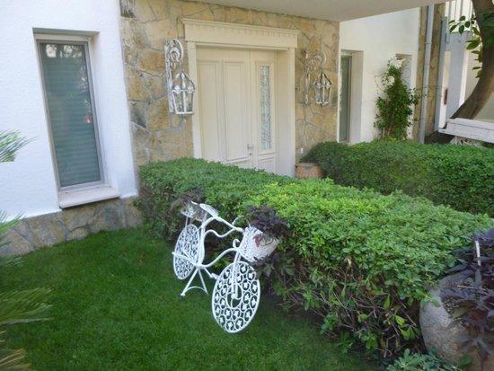 Voyage Torba: Otel odalarından birinin bahçesi...