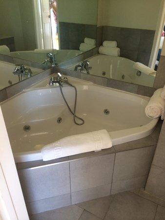 The Granville Hotel: Great bath!