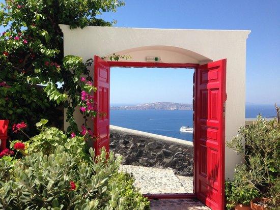 Aigialos Hotel: The super romantic red door entrance
