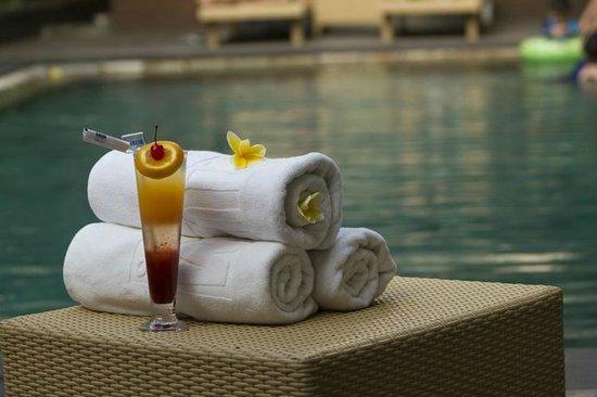 Serela Kuta : Pool Bar