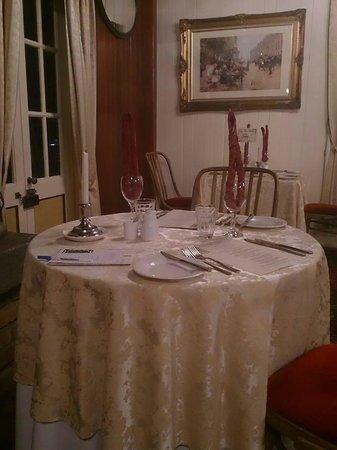 Bungunyah Manor Resort : Dining in style