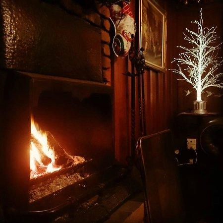 Bungunyah Manor Resort: Log fire in dining area