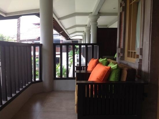Holiday Inn Resort Baruna Bali: Main balcony which joins balcony off bedroom