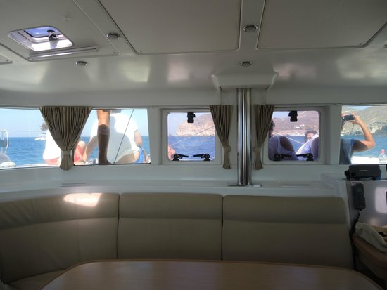 Santorini Sailing Center: Clean inside & out!