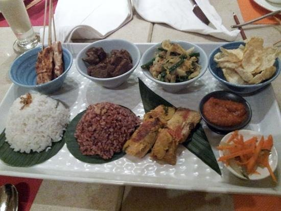 Holiday Inn Resort Baruna Bali: One of the theme meals we enjoyed at the hotel restaurant.