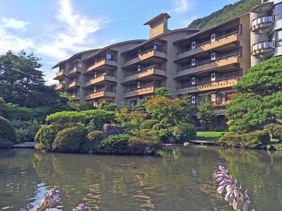 Shikisai Ichiriki: 日本庭園からの外観