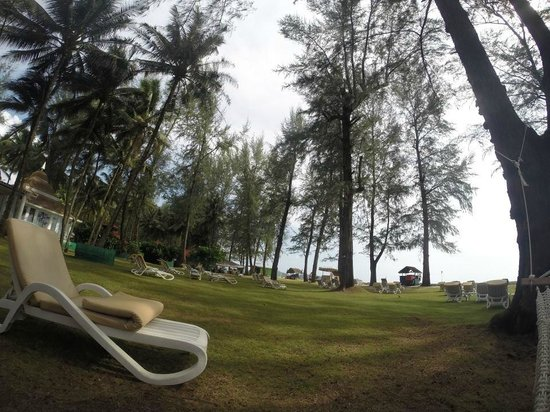 Dusit Thani Laguna Phuket: The Lawn