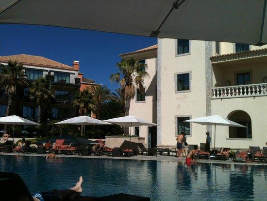 Grande Real Villa Italia Hotel & Spa : Poolside at the hotel.