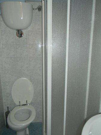 Hotel Barbieri: Baño