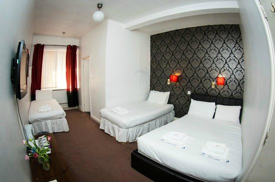 Mitre Hotel: Triple room