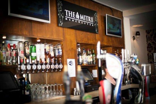 Mitre Hotel: Main bar