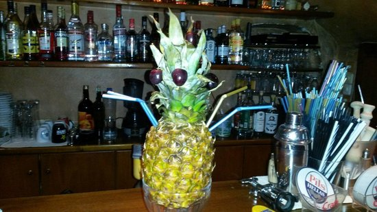 Meltemi Cafe: Pineapple delight!Cocktail for 2!!!Just try it!