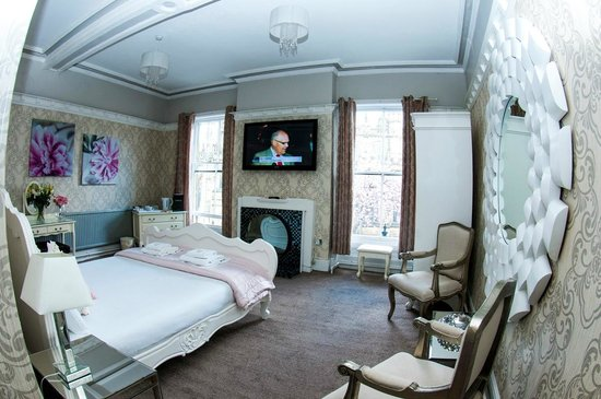 Mitre Hotel: Luxury double overlooking Manchester Cathedral