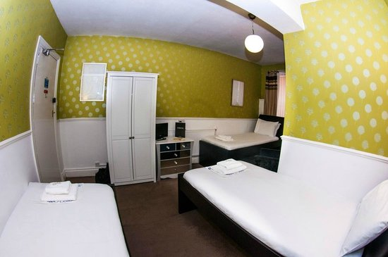 Mitre Hotel: Twin room