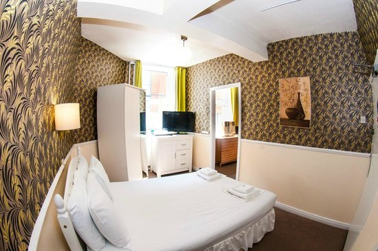 Mitre Hotel: Large family room