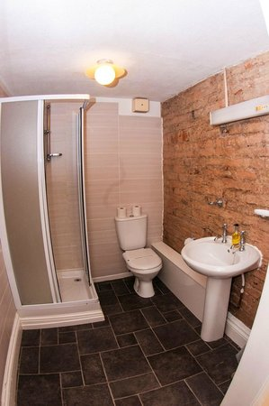 Mitre Hotel: En suite bathroom