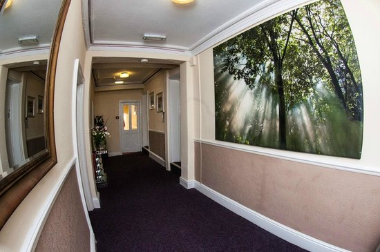 Mitre Hotel: Corridor