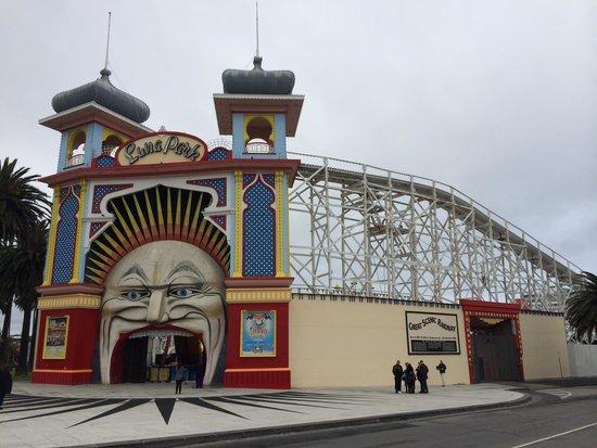 St. Kilda Beach: Luna Park