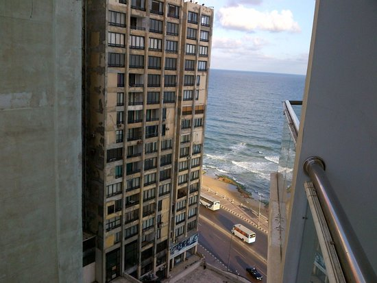 Hilton Alexandria Corniche: partial sea view