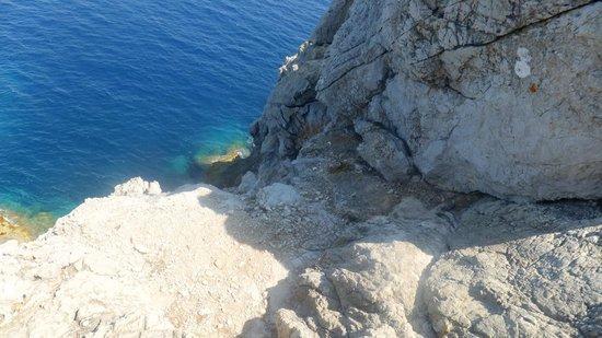 Beach Club Font de Sa Cala : promenade sur les rochers