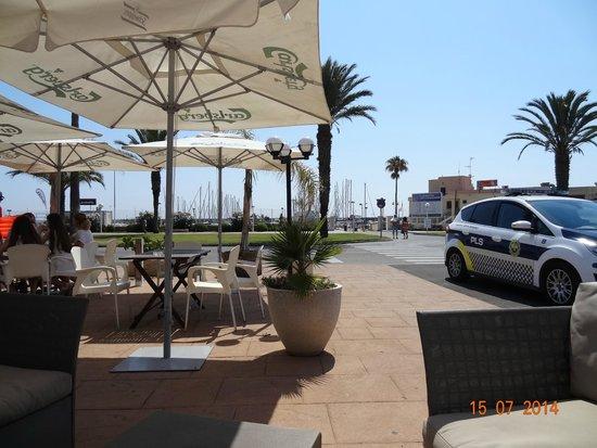 Hotel Playa De Canet: la terrasse de l'hôtel