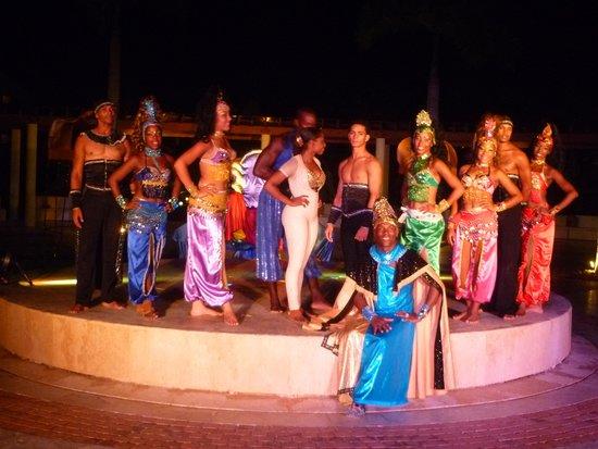 Secrets Royal Beach Punta Cana : dance team