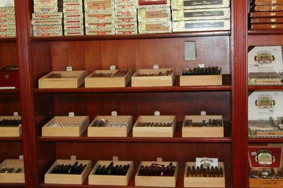 Catalonia Bavaro Beach, Casino & Golf Resort: Сигары лучше в городе покупать