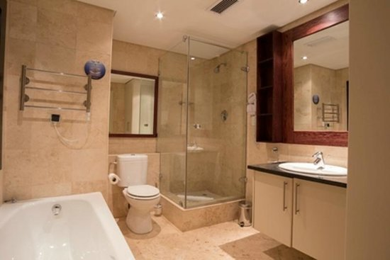 Life & Leisure Lifestyle Accommodation: One bedroom Apartment Bathroom