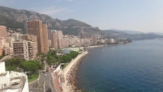 Fairmont Monte Carlo : Une vue de la piscine