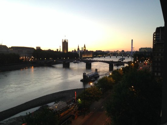 Plaza on the River - Club and Residence: SUnset over the Thames
