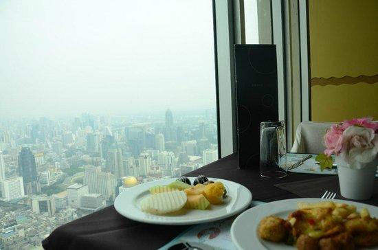 Baiyoke Sky Hotel: Ресторан на 77 этаже.