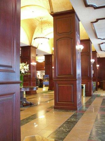 Montreal Marriott Chateau Champlain: Lobby
