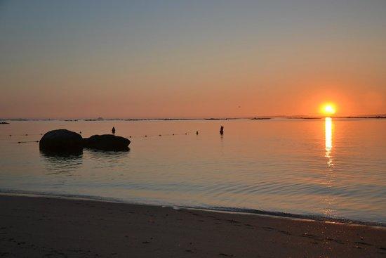 Hotel Bosque-mar: Puesta de sol desde la playa cercana