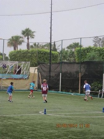 Holiday Village Manar: footbal academy with Wallace and Joe
