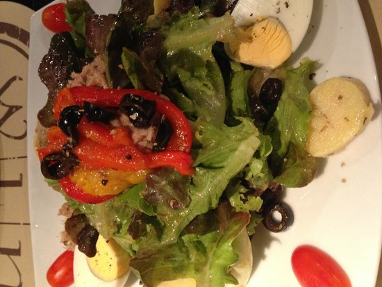 Novotel Bangkok Fenix Silom: A nicely done salad for lunch at The Square