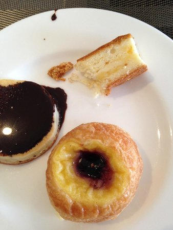 Novotel Bangkok Fenix Silom: A butter cake slice, Danish and a pancake smoothered with chocolate sauce