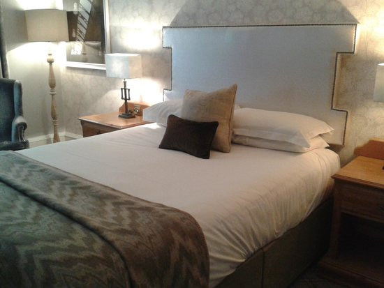 Oulton Hall & Spa : Lovely Bedroom