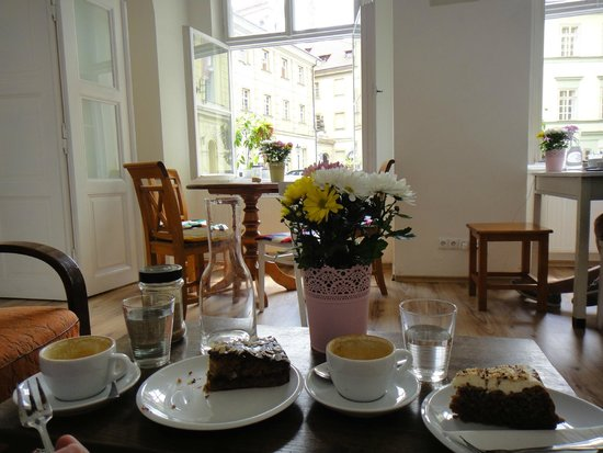 Tricafe : Coffee and cake